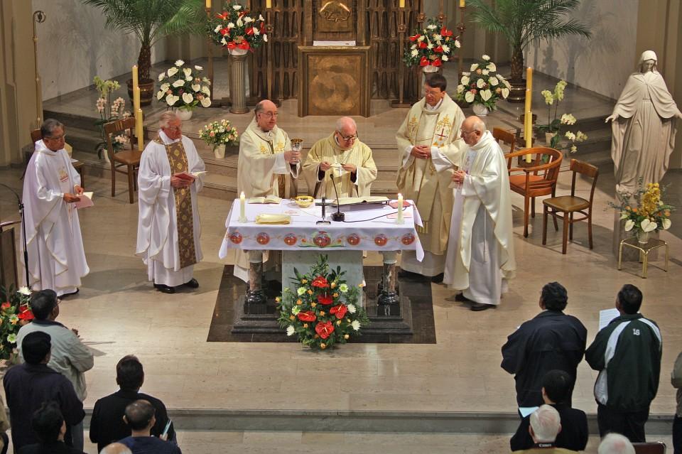 Jubileumviering moederhuis, eucharistie.