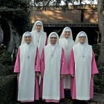 Groepsportret Klooster Cenakel Utrecht. V.l.n.r. de zusters Maria Michelle, Maria Confidens, Trinitas Maria, Maria Mikaelis, Maria Visitacion.